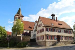 Die Oswaldkirche mit dem alten Rathaus