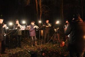 Der Posaunenchor bei der Waldweihnacht im Fasanenwald
